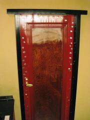 扉も素敵で、よ~く観ると・・・