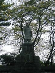 池上本門寺の創始者の像