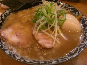 10013020○汁屋・らーめん(細麺) 690円 特製トッピ 200円