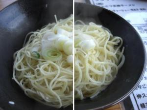 10020813伸・替玉(㊧細麺 ㊨ふつう麺) 120円