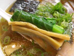 10031516あってりめん・中華そば(細麺) メンマ&青菜アップ