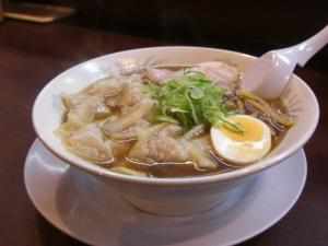 10050519やまと・ワンタン麺 750円