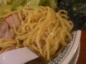 10052920丸源・肉きゃべとん 麺アップ