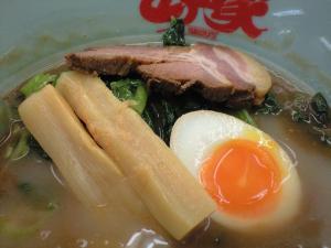 10060205山岡家・極濃和風魚介とんこつつけ麺 トッピング投入