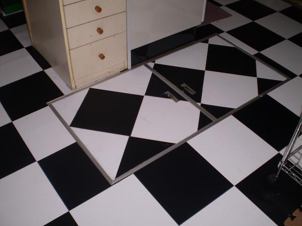 床下収納庫の蓋1