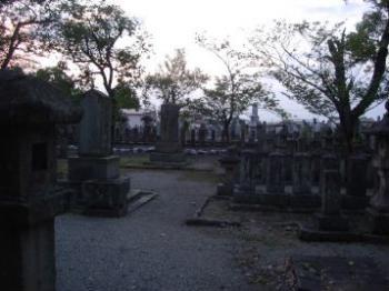 西軍墓地内