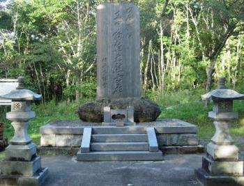東軍殉難の慰霊碑