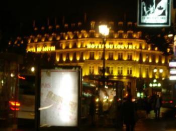 Hotel du Louvre de nuit