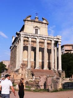 アントニヌス帝神殿