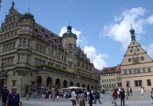 市庁舎と仕掛け時計