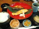 伊蔵 神保町店 本日の魚定食(サバと塩鮭)