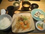 神保町 いるさ 本日の定食(焼魚+肉団子あんかけ)
