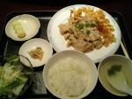 神保町 三幸園(すずらん通り店) 豚肉スライス にんにく塩炒め 揚げワンタン皮添え