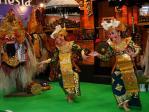 バリのブースでの民族舞踊(旅行博2008)