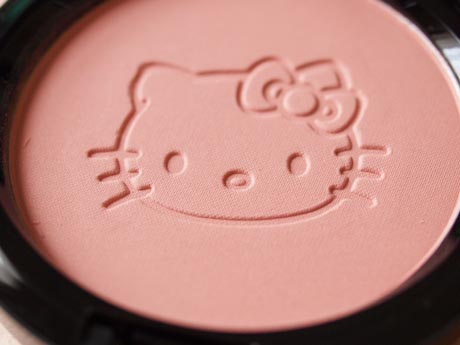 mac_hellokitty_beautypowder2.jpg