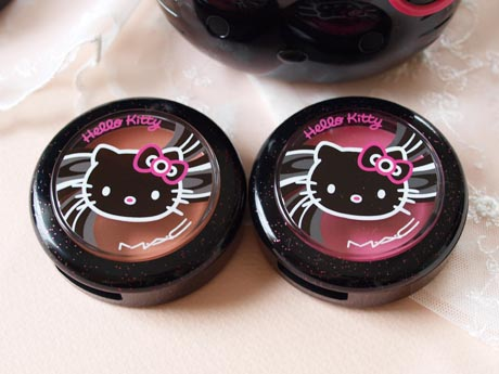 mac_hellokitty_beautypowder_blush.jpg