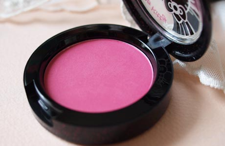mac_hellokitty_beautypowder_blush_thippy.jpg