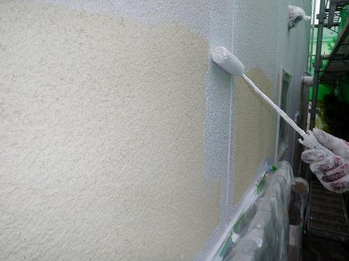 04 外壁リシン面 中塗り(フッ素樹脂塗料)