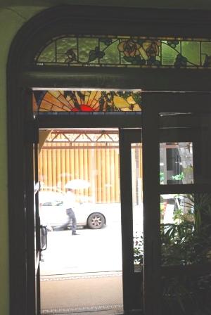 入り口ステンドグラス