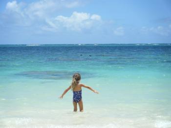 lanikai beach little girl