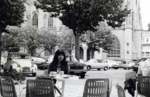 カンペールの寺院前カフェ