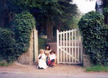 ブルターニュ民家と子ども