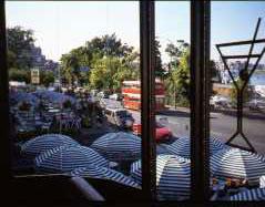 カフェより二階建てバス