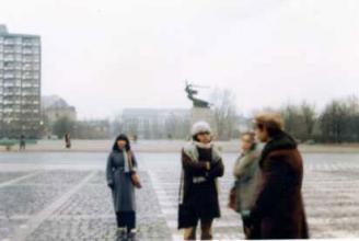 ニケの像が見える広場
