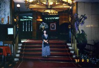 マドリホテルロビー階段