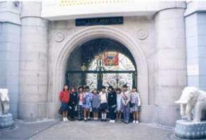 香港お金持ちの家の門