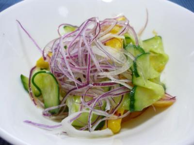 マンゴときゅうりのサラダ