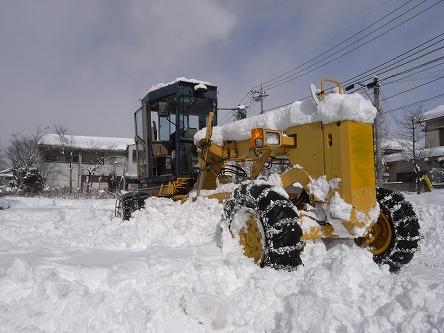 24グレーダーで除雪