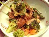 赤坂四川飯店 牛肉入り彩り野菜のピリカラ和え
