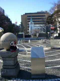 これ日米和親条約調印の石碑です