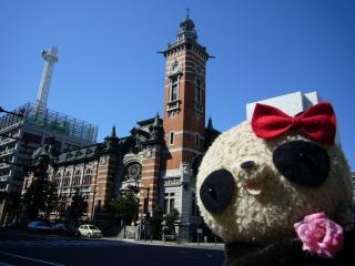 横浜市開港記念会館とパチリ