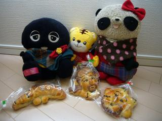 みんなでパンを食べます