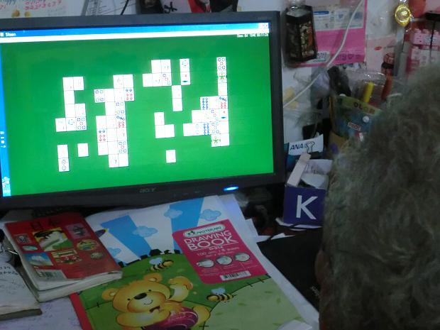 a 121.11.20 ホアさんのお母さんのテレビゲーム (3)