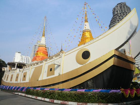 6 11.12.13船rの形の仏塔のある寺 (25)