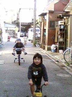 2008・12・28家の前で遊ぶ子供たち