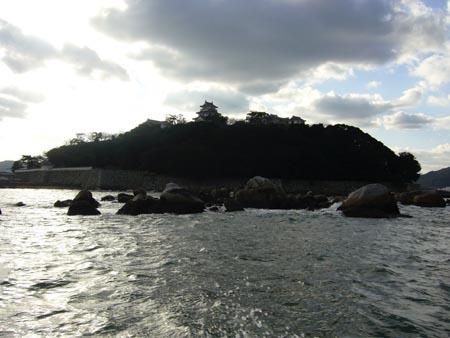 海上より唐津城