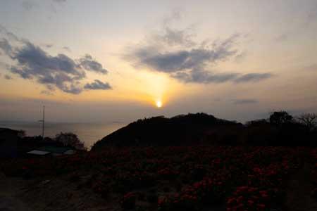 夕日は水平線より先に雲に隠れてしまった