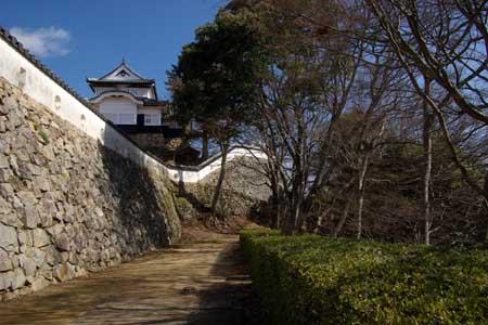 大松山へ続く道
