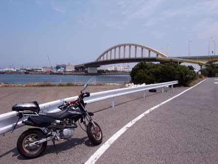 旧フェリー乗り場付近から泉大津大橋