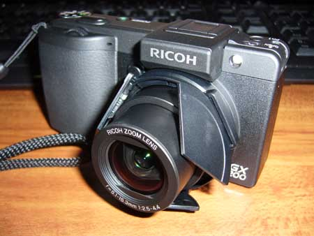 自動開閉式レンズキャップ装備