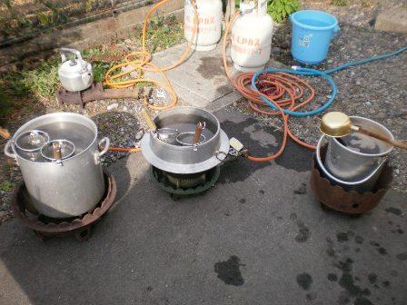 うどんの鍋とダシの鍋