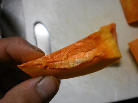 鮮やかなオレンジ色やね!