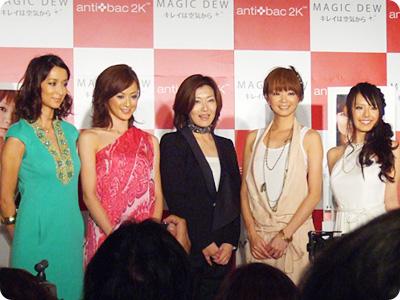 4人のデザインプロデューサーモデルとCEO上野真弓さん