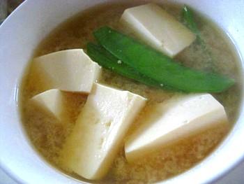 豆腐とサヤエンドウの味噌汁2