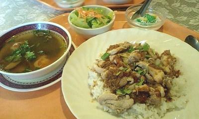 カオマンガイ(蒸し鶏肉ごはん)