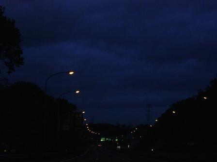 夜明け前の高速